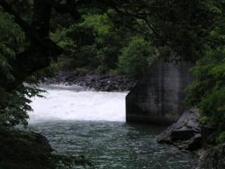 河川維持放流などの利水放流設備(ホロージェットバルブ)からの放流