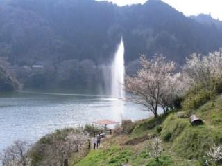月ヶ瀬湖の噴水