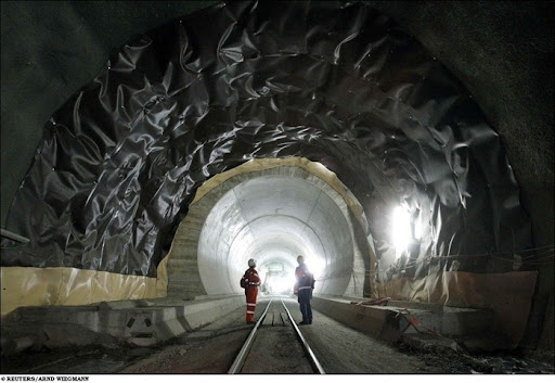 longest-rail-tunnel (3)