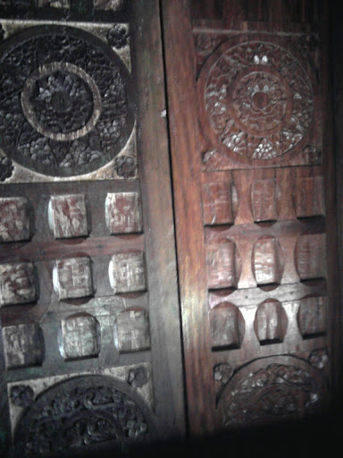 salah satu pintu rumah yang dicuri Belanda