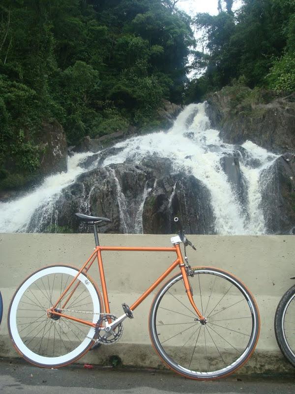 Embora não podia entrar, a cachoeira principal da estrada rendeu boas fotos