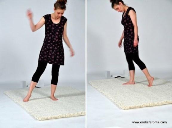 cool-music-carpet-human-antenna-by-florian-krutli-8-554x414_couz5_1822_f8HB2_1822.jpg