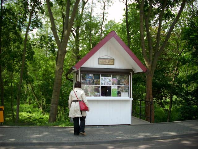 Sklepik Zoo przed wejściem