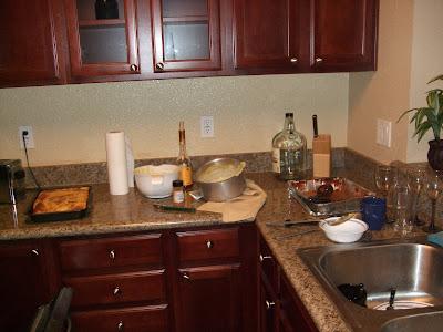 ) és tönkretett konyha
