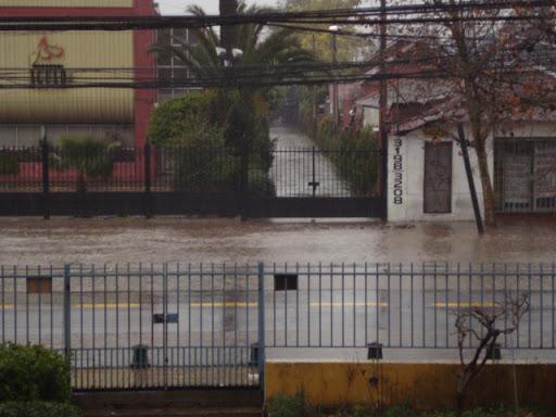 Avenida Macul, Santiago de Chile en un dia de Lluvia.