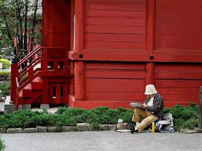 Pintando en el templo de Asakusa