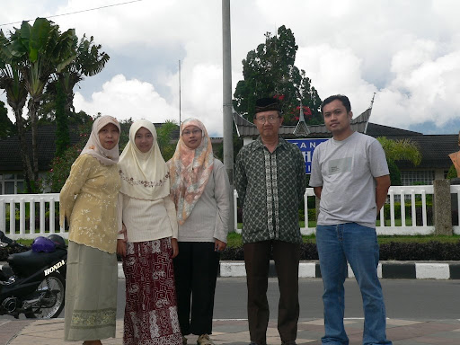 Pose at Jam Gadang