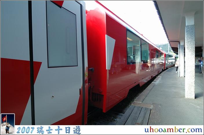 冰河列車上有中文語音導覽,好像是要切到第 5 頻道,下車後可以把耳機