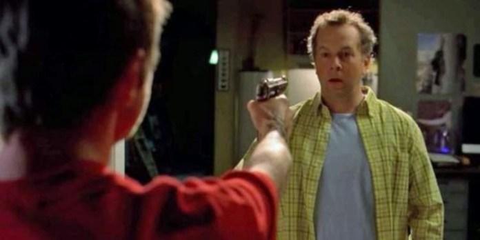 Jesse disparando al ayudante de laboratorio, y salvando la vida a Walter