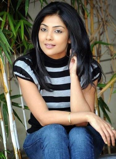 Kamalinee Mukherjee Weight