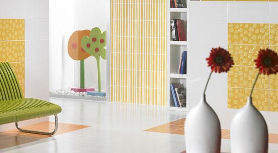 Decorar paredes con revestimientos cerámicos.