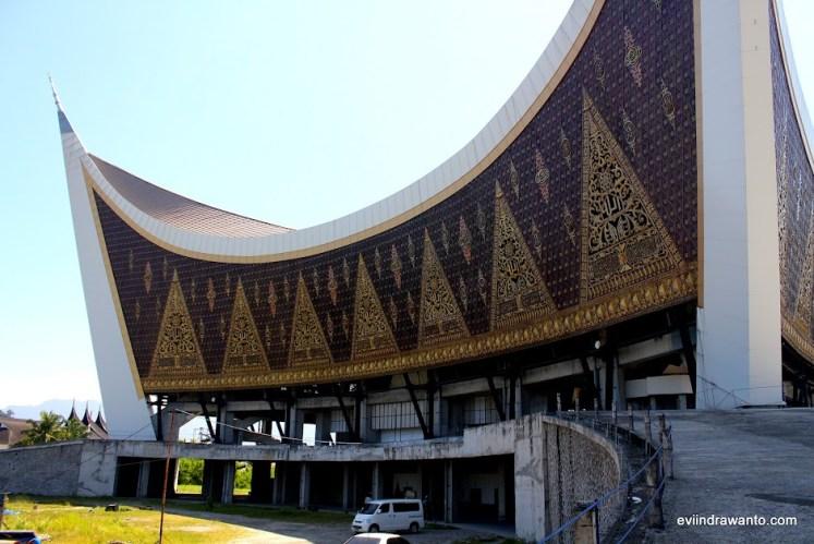 ornamen masjid raya sumatera barat