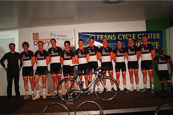 wielrenners van Dovy Keukens FCC met Kristof Vandewalle