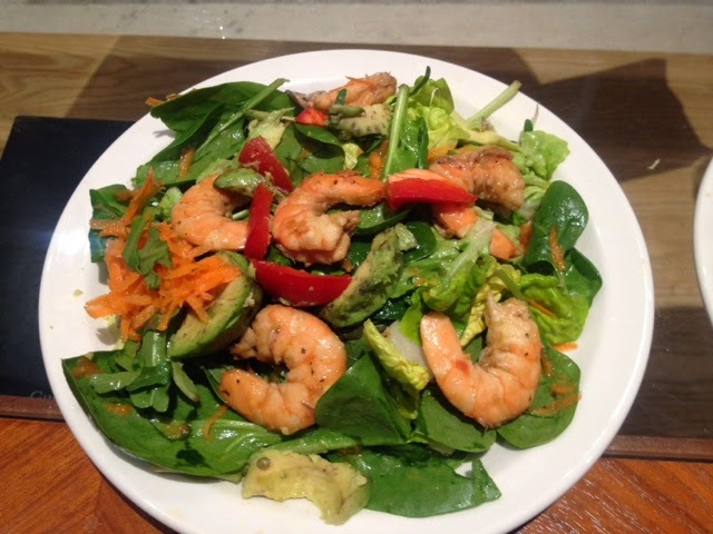 Prawn, avocado, spinach, carrots and Thai marinade salad