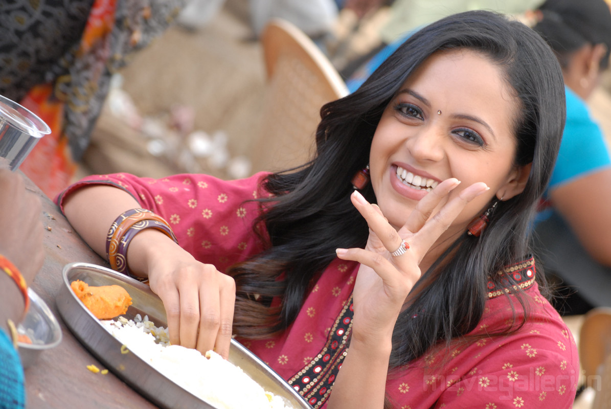 Bhavana Cute Hd Wallpapers Bhavana Jackie Movie Stills Bhavana Hot In Jackie Telugu