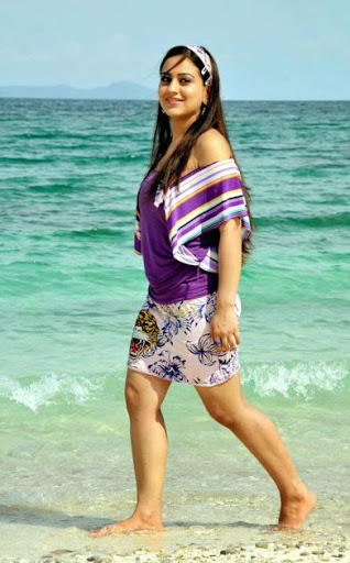 Aksha Pardasany Height