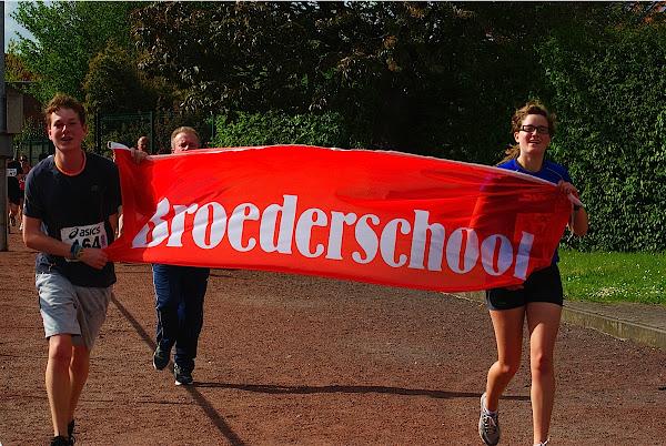 Jarne Vandendriessche en Lieselot Lannoo, De Broederschool, 5 km Jogging, Krottegemse Corrida 2013, Roeselare Loopt