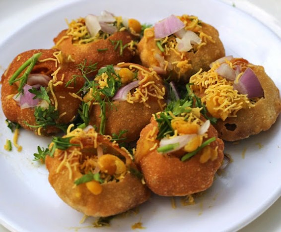 Ragda Puri Recipe | How to make Bombay Chaat Street Food Masala Poori | Get step by step pictures with recipe from vwin徳赢官方Foodomania.com | Written by vwin德嬴手机客户端Kavitha Ramaswamy