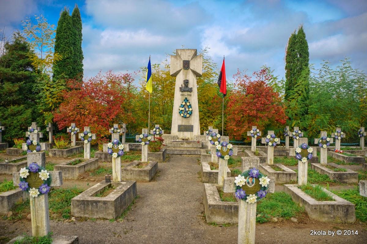 Памятник бандеровцам на Украине