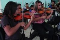 Una gran historia de superación se dejó descubrir en el núcleo Vista al Sol de Ciudad Guayana. Raquel Palomino,  afectada por la sordera, logró integrarse a la orquesta de la localidad y actualmente integra la fila de primeros violines, guiada por su madre, quien aprendió a tocar saxofón, y su hermano, quien además ejecuta el trombón, con el sueño de ingresar al Conservatorio de Música Simón Bolívar.