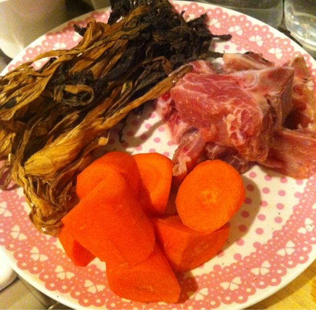 K Pig Kitchen: 清新版菜乾湯【菜乾紅蘿蔔排骨湯】