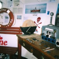 Radio Caroline plays rock oldies, yes it does!