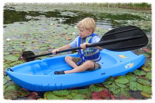 https://www.momistheonlygirl.com 5 year old on youth kayak
