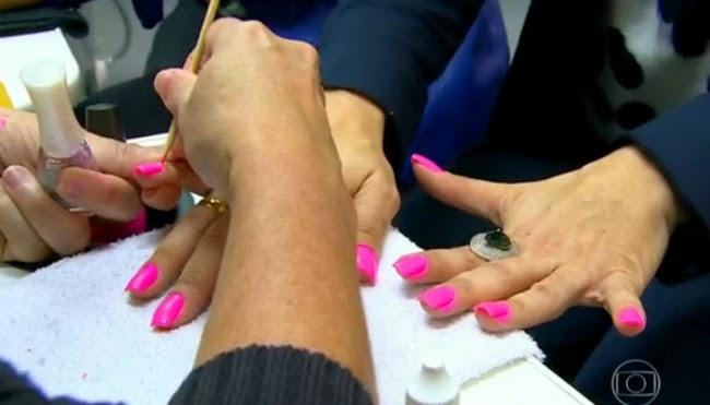 Esmalte rosa pink Viviane Araújo naná manicure império