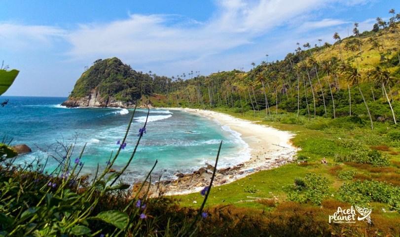 Berpetualang ke Pulo Batee (Stone Island)