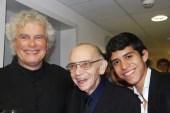 Rattle, el maestro Abreu y Jesús Parra no pudieron ocultar el regocijo de este reencuentro en Salzburgo