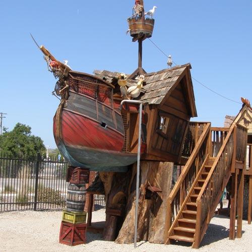 Barco pirata para jugar en el exterior.