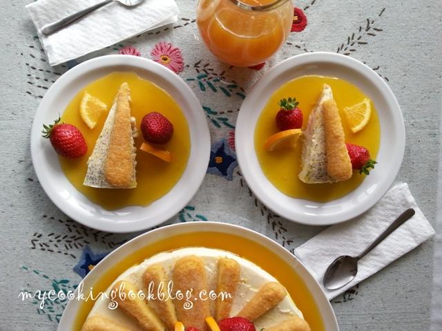 Десерт сервиран с портокалов сироп