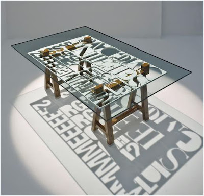 Mesas con tipografias.