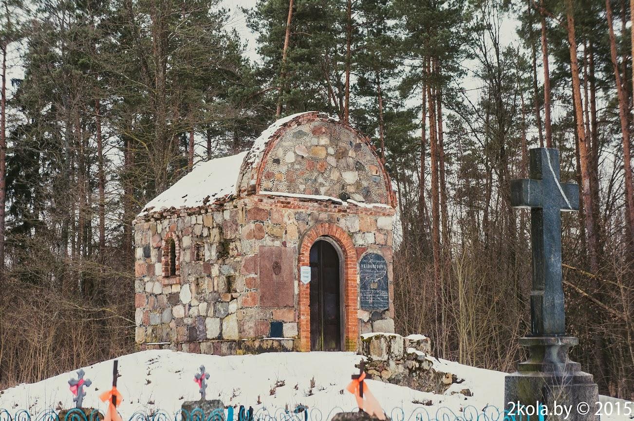 Капліца Вендорфаў на старых каталіцкіх могілках каля вёскі Ясянец