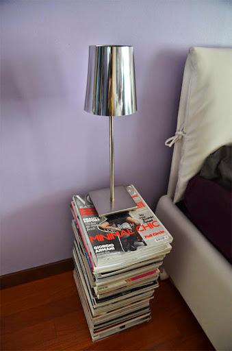 Periódicos y revistas convertidas en mesita