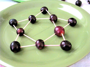 Make an Grape Star using tooth pick and grapes