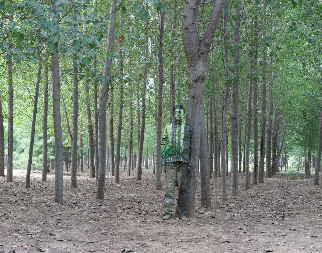 *貨真價實的隱形人:中國藝術家劉勃麟(Liu Bolin)隱形系列攝影作品! 20