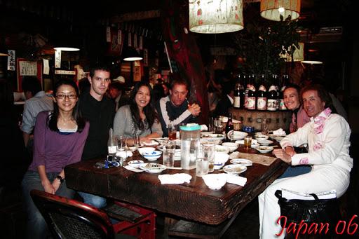 Cenando con los compis (foto hecha por el camarero)