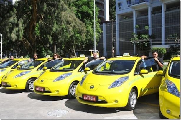 Taxistas recebem seus carros