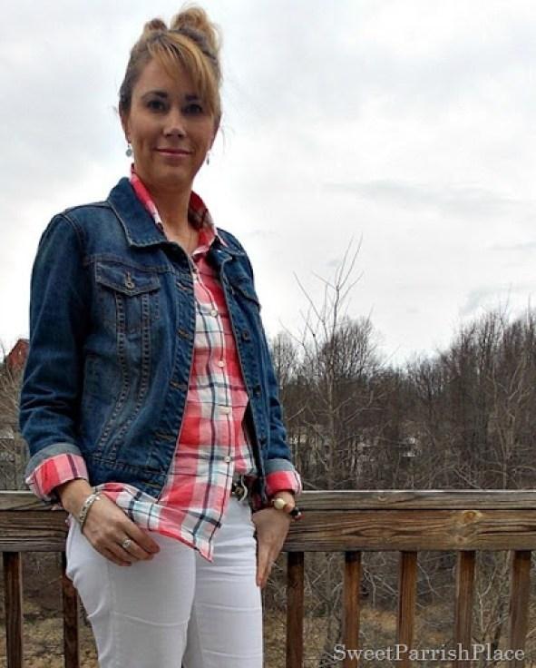 white jeans, plaid button down, denim jacket, Converse4