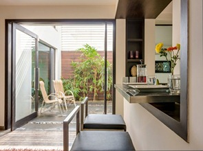 Diseño-minimalista-casa-overhang