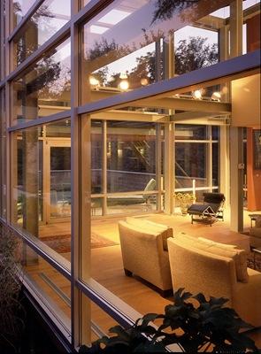 casa-moderna-con-muros-de-cristal