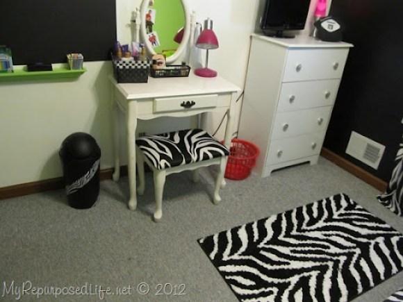 Teen Room Makeover (Zebra Print) (27)