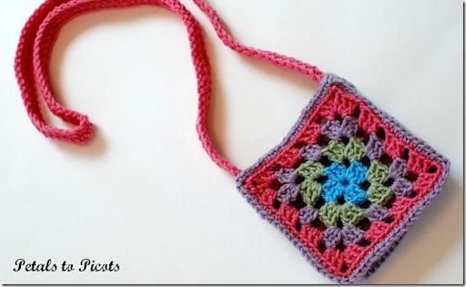 Granny Square Purse Crochet Pattern   www.petalstopicots.com   #crochet #pattern #granny #square