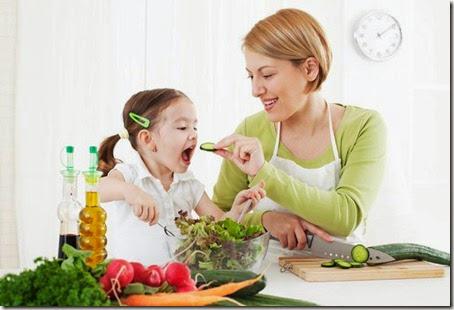 Mom-daughter-veggies