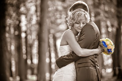 porocni-fotograf-wedding-photographer-poroka-fotografiranje-poroke- slikanje-cena-bled-slovenia-ljubljana-bled-hochzeitsfotografho (101).jpg
