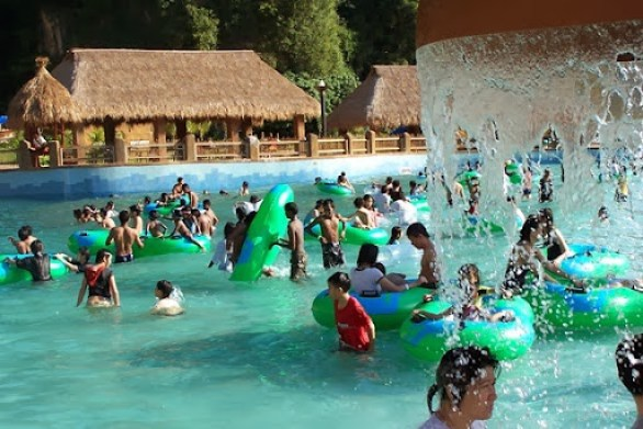 Jungle Wave Pool (2)