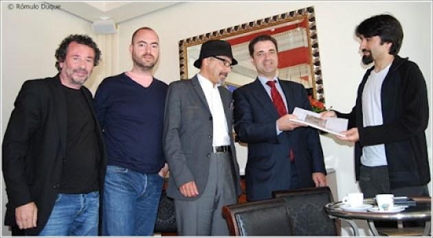 Ricardo Rio recebendo o dossiê da Proposta de Mobilidade Sustentável para a cidade de Braga