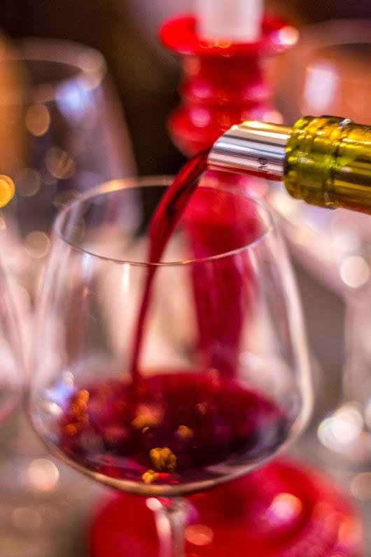 Vin på vej i glasset - Brødrene Bækgaard blander vin - Mikkel Bækgaards Madblog