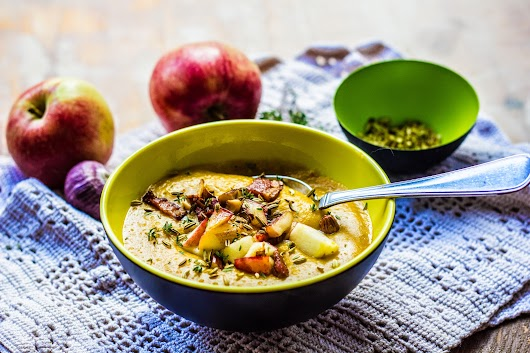 Græskarsuppe med æbler, fennikelfrø, mandler og bacon - Mikkel Bækgaards Madblog